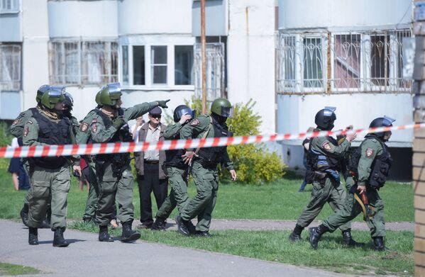 Pořádková policie pracuje na místě střelby na gymnáziu č. 175 v Kazani - Sputnik Česká republika