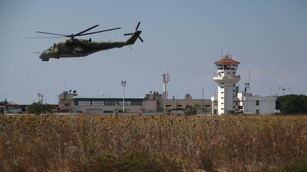 Российский вертолет Ми-24 во время облета авиабазы Хмеймим в Сирии - Sputnik Česká republika