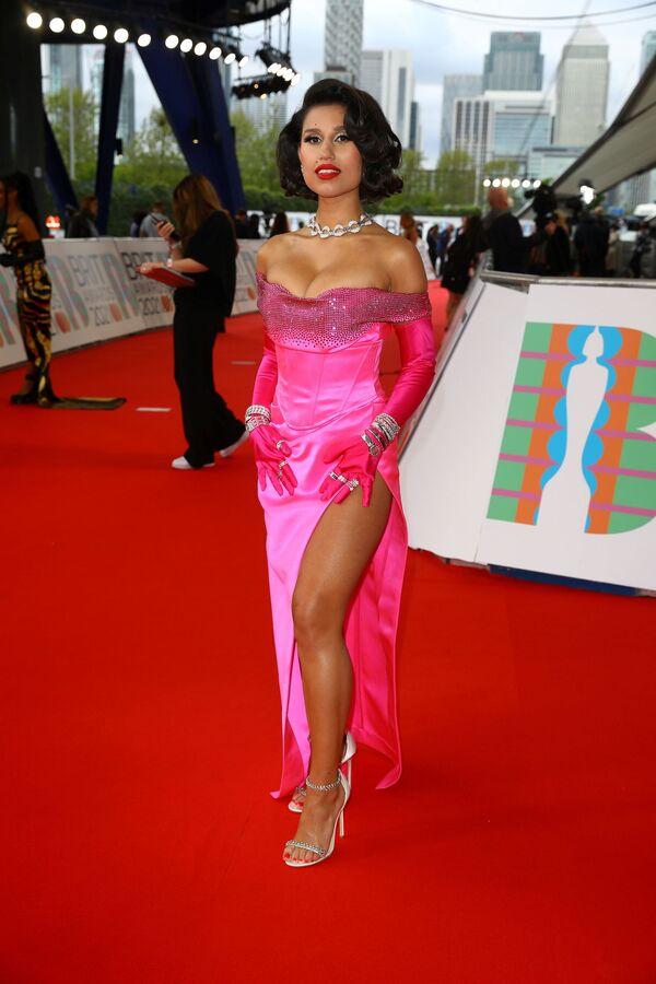Zpěvačka RAYE na Brit Awards v Londýně - Sputnik Česká republika