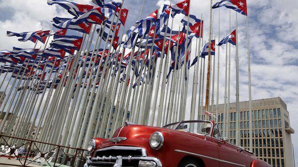 Флаги напротив посольства США в Гаване - Sputnik Česká republika