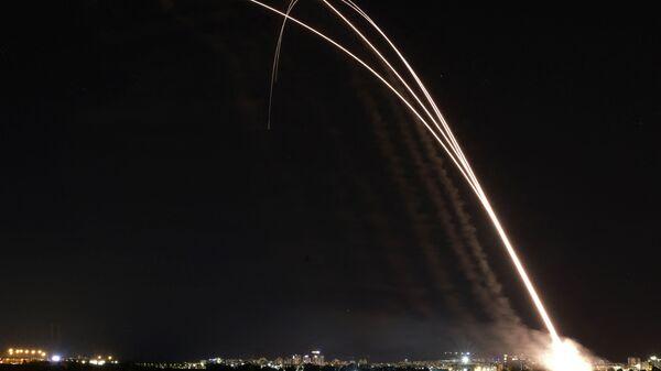 Израильская система противовоздушной обороны Iron Dome запускается для перехвата ракет, запущенных из сектора Газа - Sputnik Česká republika