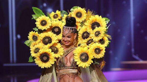 Мисс Доминиканская Республика Кимберли Хименес во время показа национального костюма конкурса Мисс Вселенная 2021 - Sputnik Česká republika