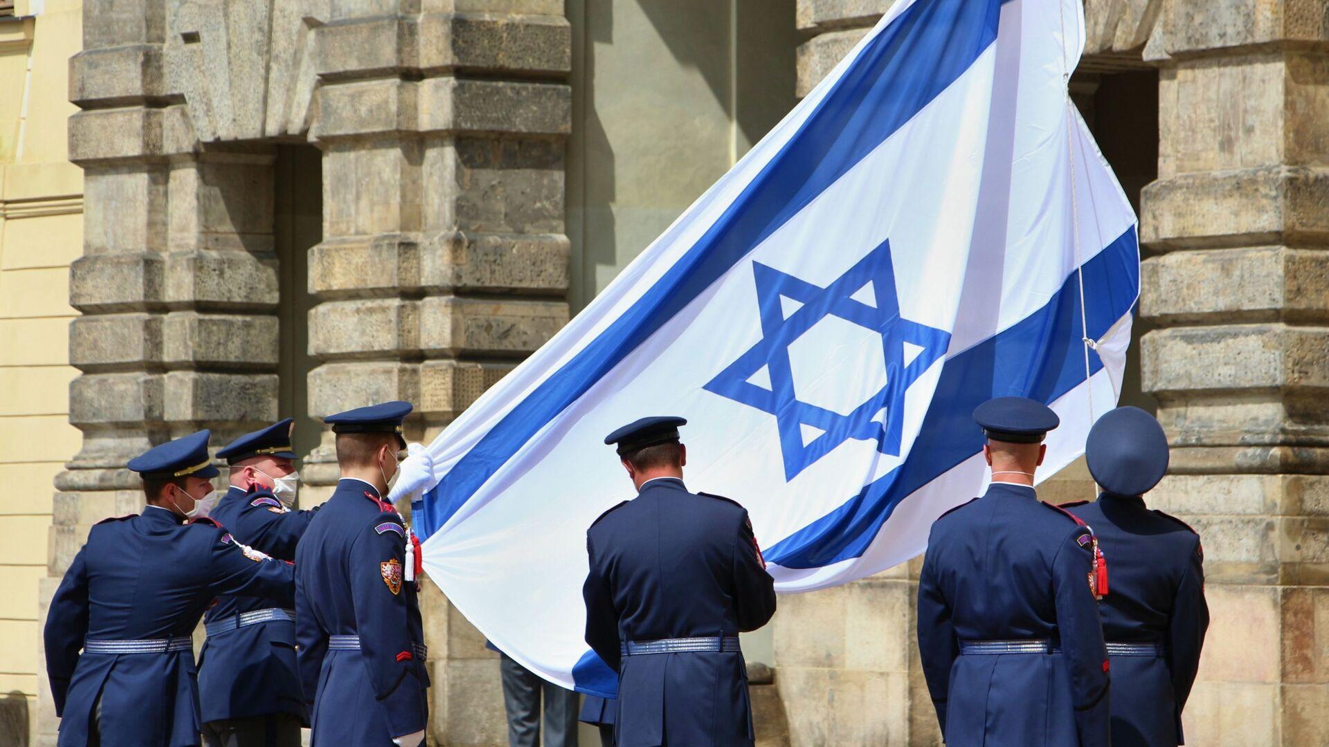 Nad Pražským hradem byla v pátek 14. května vyvěšena izraelská vlajka - Sputnik Česká republika, 1920, 14.05.2021
