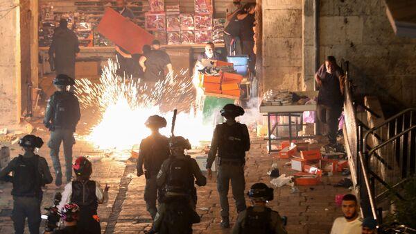 Столкновения палестинцев и сотрудников израильской полиции в Иерусалиме - Sputnik Česká republika