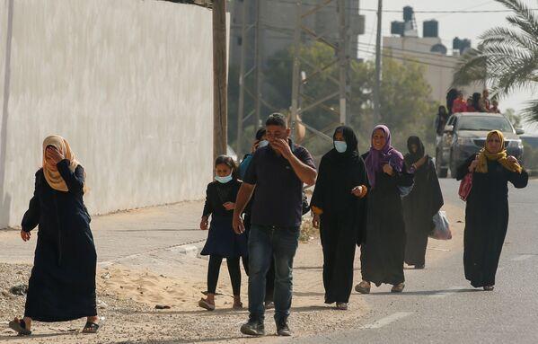 Palestinci prchají ze svých domovů. - Sputnik Česká republika