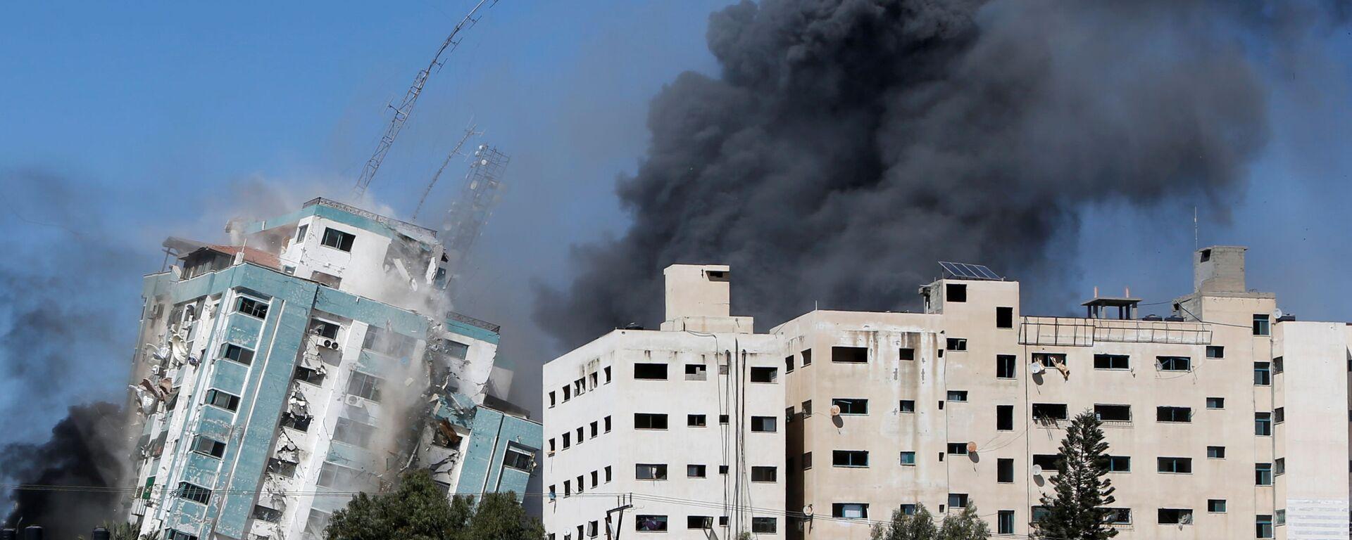 Izraelský útok na Pásmo Gazy zničil budovu s kancelářemi mezinárodních médií - Sputnik Česká republika, 1920, 15.05.2021