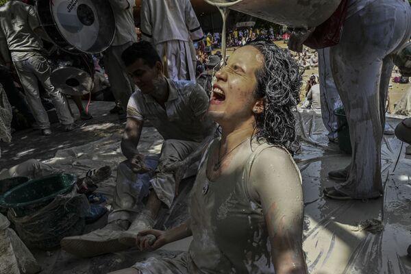 Žena během protestu proti kolumbijské vládě. - Sputnik Česká republika