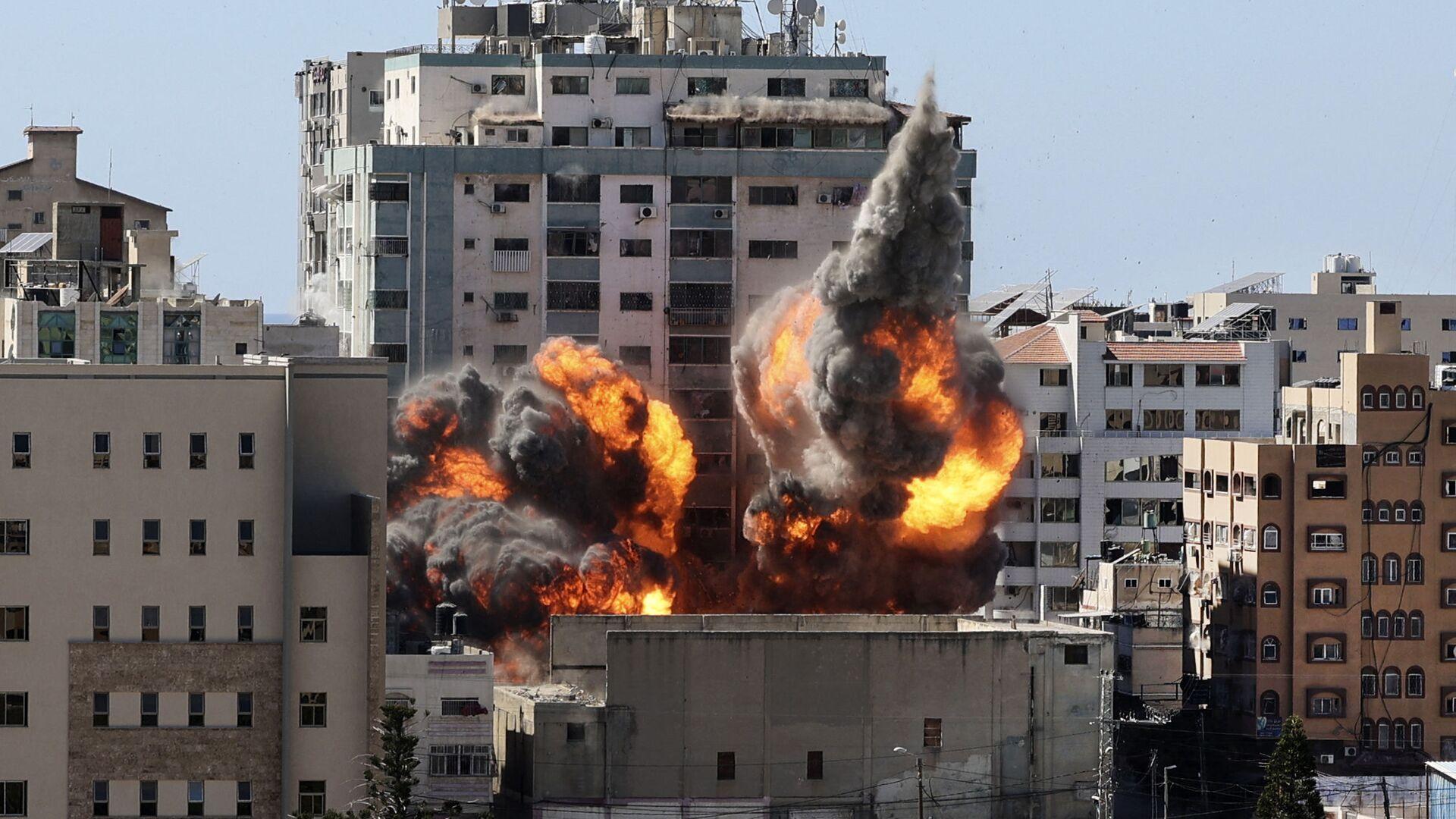 Izraelský útok na dům s kancelářemi americké informační agentury Associated Press a katarské televizní stanice Al-Džazíra - Sputnik Česká republika, 1920, 17.05.2021
