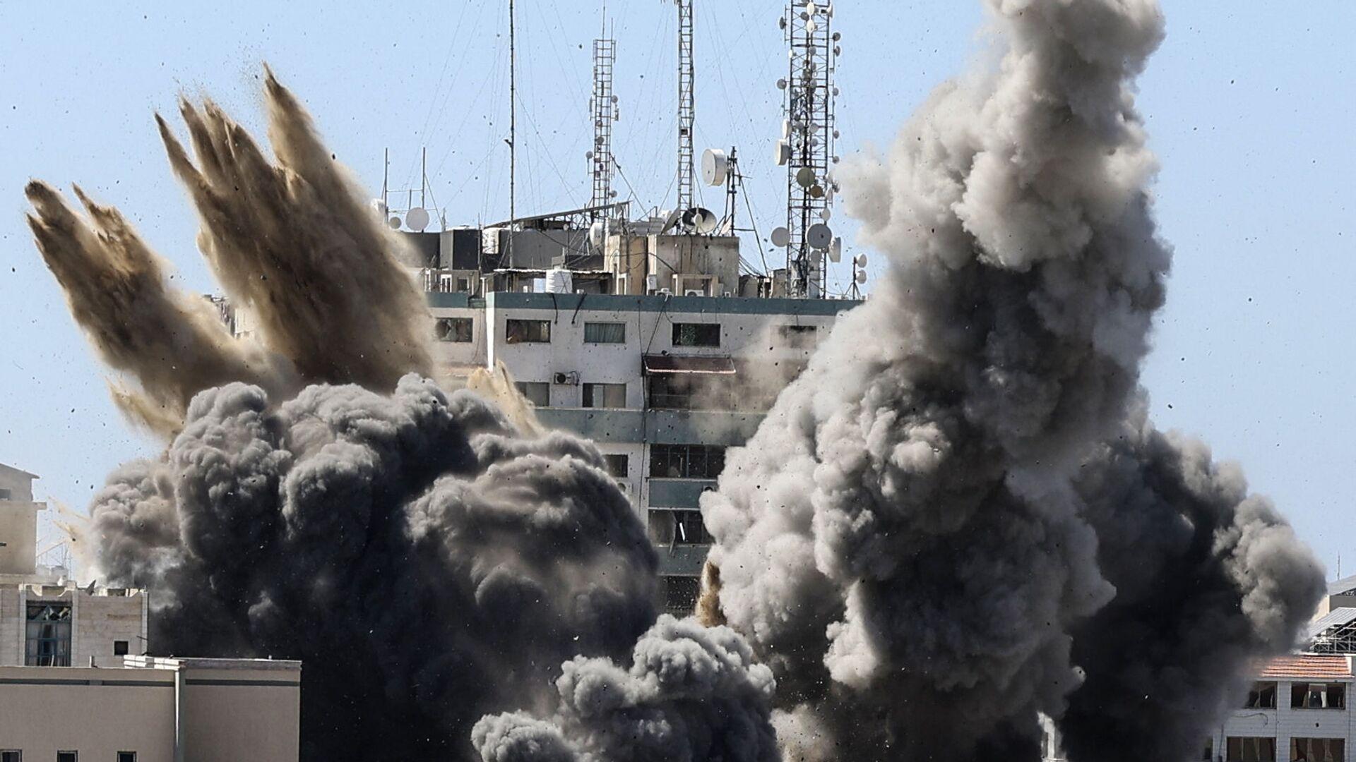Izraelské letectvo zničilo výškovou budovu v Gaze, ve které byly umístěny kanceláře americké tiskové agentury Associated Press a televizního kanálu al-Džazíra. - Sputnik Česká republika, 1920, 19.05.2021