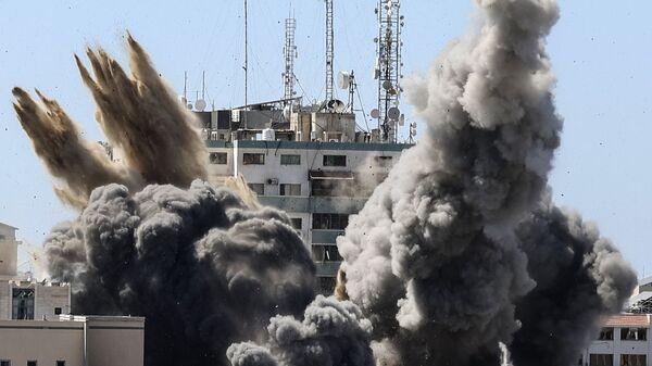 ВВС Израиля уничтожили высотку в Газе, в которой находились офисы американского информагентства Associated Press и катарского телеканала Al Jazeera - Sputnik Česká republika