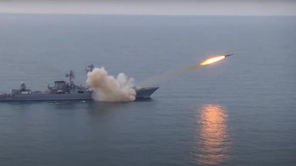 Ракетный крейсер «Москва» Черноморского флота впервые в новейшей истории выполнил ракетную стрельбу в акватории Чёрного моря главным ракетным комплексом корабля «Базальт» ракетой «Вулкан» - Sputnik Česká republika