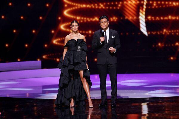 Moderátoři soutěže Miss Universe 2021 Olivia Culpo a Mario Lopez. - Sputnik Česká republika