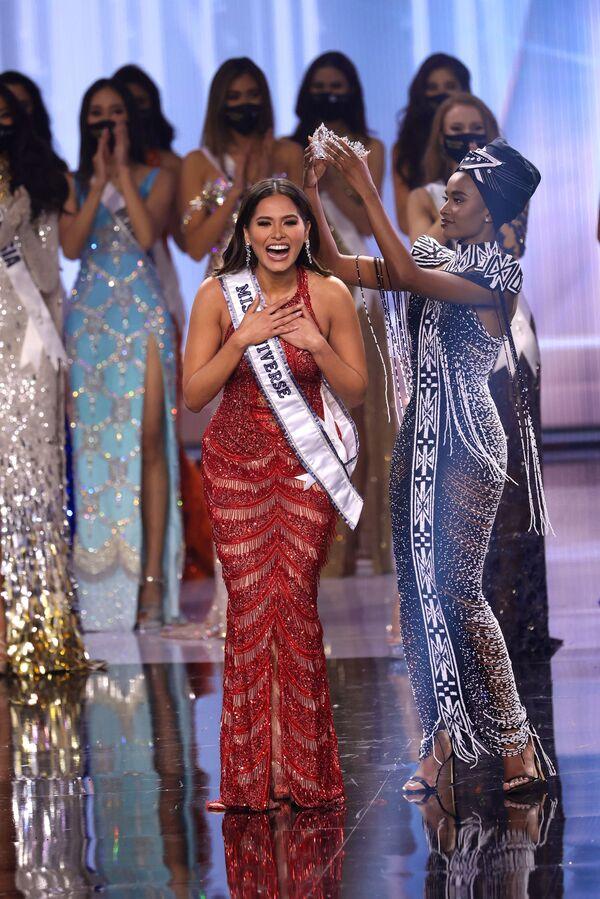 Korunovace Andrea Mezy na Miss Universe 2021. - Sputnik Česká republika