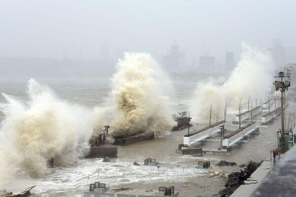 Cyklón Tauktae naráží na pobřeží v Bombaji - Sputnik Česká republika