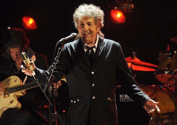 Bob Dylan vystupuje v Los Angeles v roce 2012 - Sputnik Česká republika