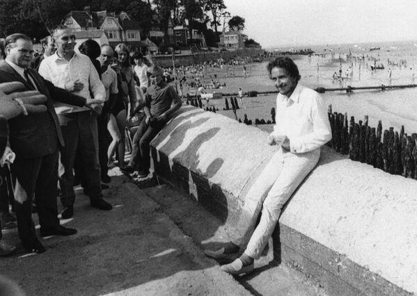 Hudebník Bob Dylan (vpravo) na ostrově Wight, r. 1969 - Sputnik Česká republika