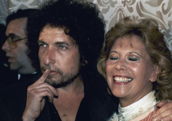 Písničkář Bob Dylan se zpěvačkou Dinou Shore v New Yorku, r. 1982 - Sputnik Česká republika