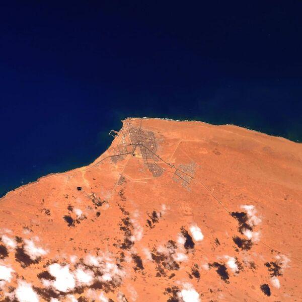 Přístav v Západní Sahaře na fotografii astronauta ESA Thomase Pesqueta - Sputnik Česká republika