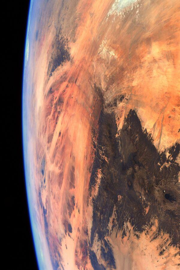 Poušť Sahara na fotografii astronauta ESA Thomase Pesqueta - Sputnik Česká republika