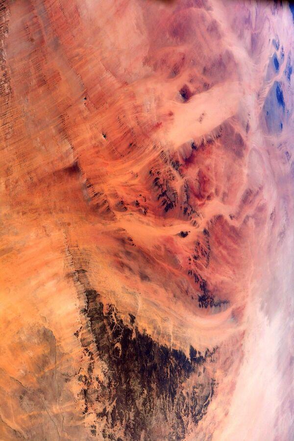 Pohled na Saharskou poušť na fotografii astronauta ESA Thomase Pesqueta - Sputnik Česká republika