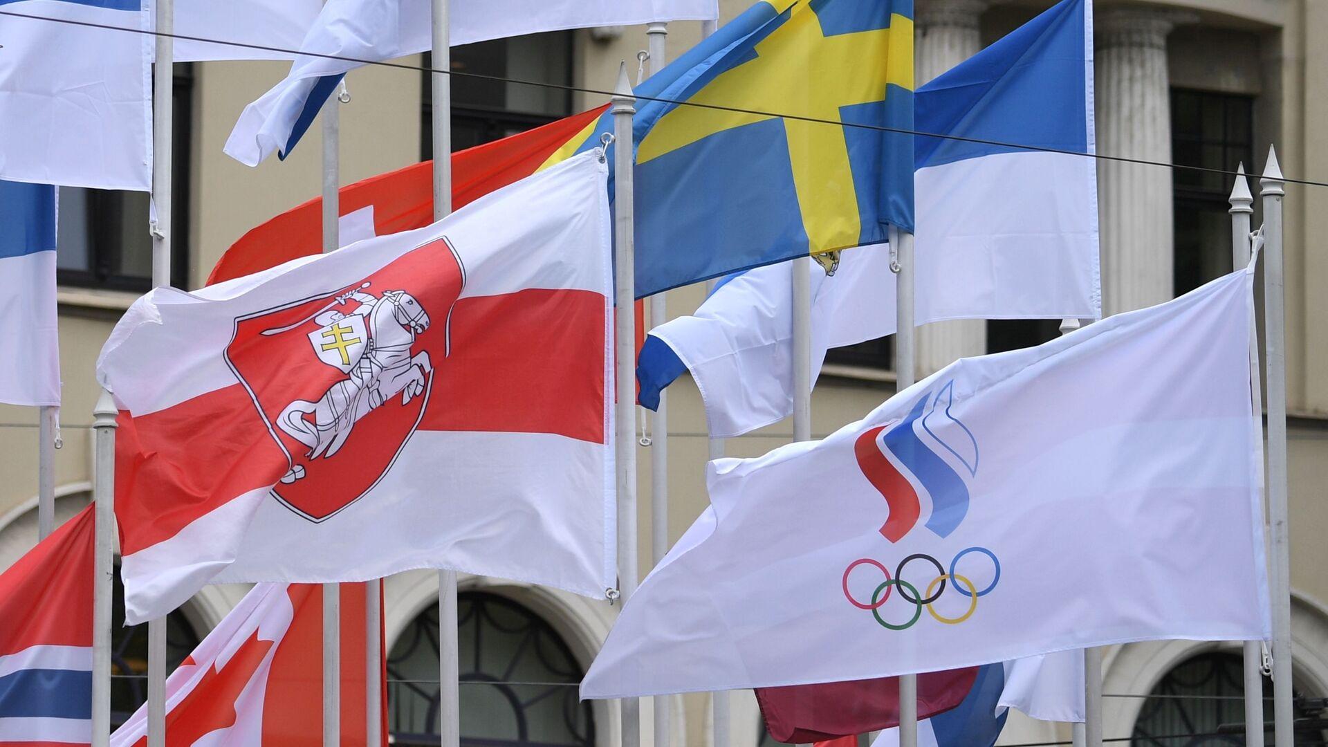 Vlajka běloruské opozice na mistrovství světa v ledním hokeji v Rize - Sputnik Česká republika, 1920, 25.05.2021
