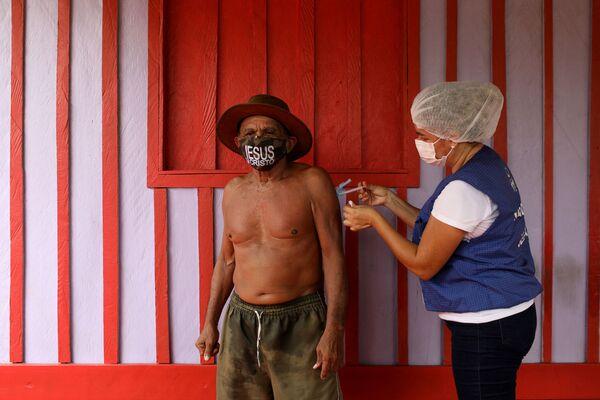 Očkování v Brazílii na břehu řeky - Sputnik Česká republika