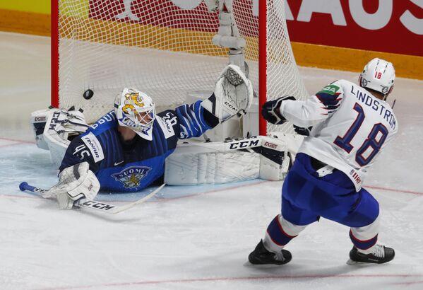 Tobias Lindström z Norska vstřelil druhý gól v zápase mezi národními týmy Finska a Norska. - Sputnik Česká republika