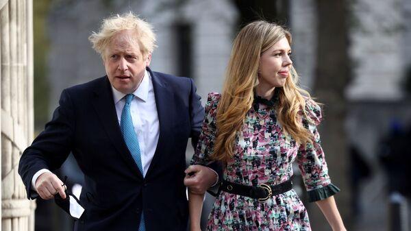 Britský premiér Boris Johnson s Kerry Symondsovou - Sputnik Česká republika