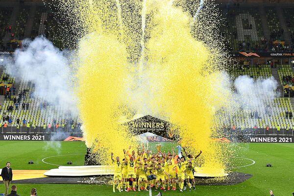 Hráči fotbalového klubu Villarreal oslavují své první vítězství v Evropské lize UEFA. - Sputnik Česká republika