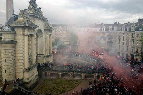 Hráči a fanoušci fotbalového klubu Lille oslavují vítězství v Lize 1.  - Sputnik Česká republika