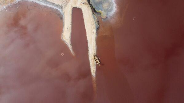 Pohled na Růžové jezero v Niaga, Senegal. - Sputnik Česká republika