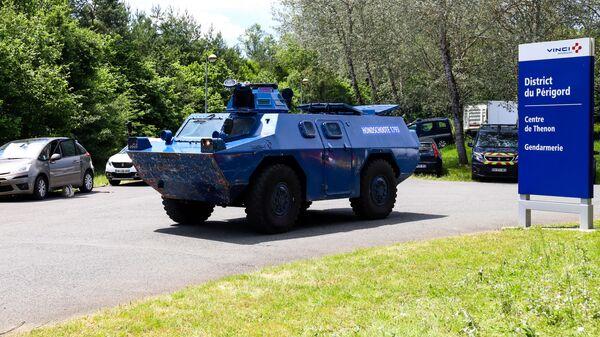 Розыск мужчины, открывшего стрельбу по жандармам в коммуне Ларден-Сан-Лазар во французском Дордоне - Sputnik Česká republika