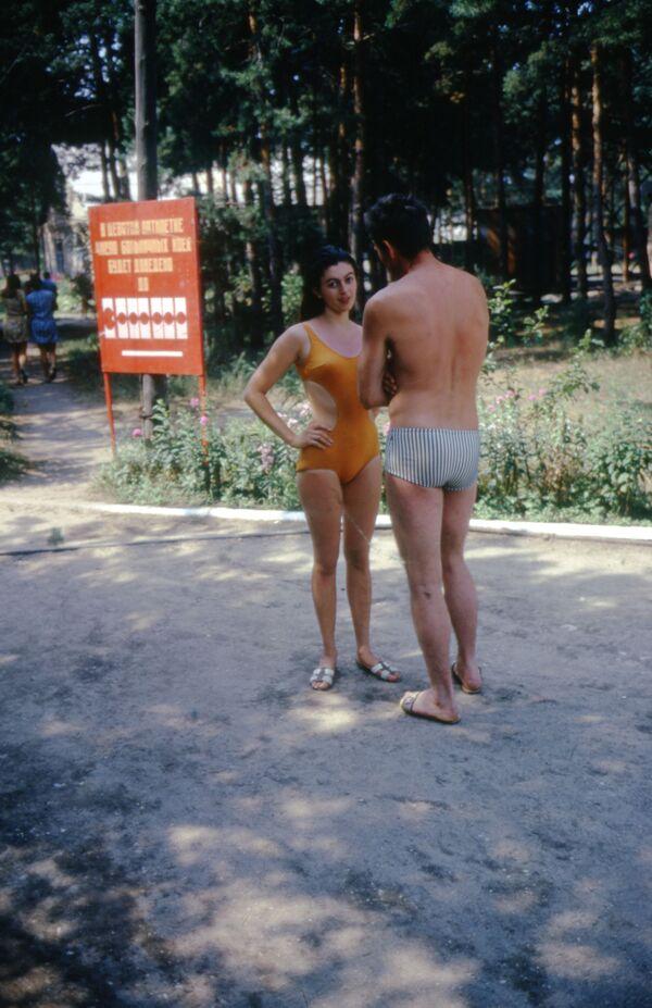 Muž a žena v plavkách. Rok 1975. - Sputnik Česká republika