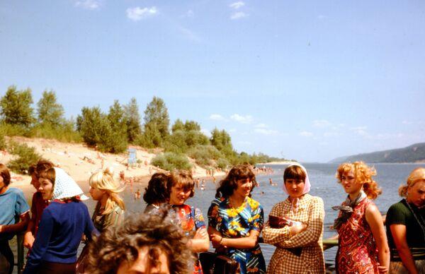 Turisté poblíž řeky Volgy. - Sputnik Česká republika