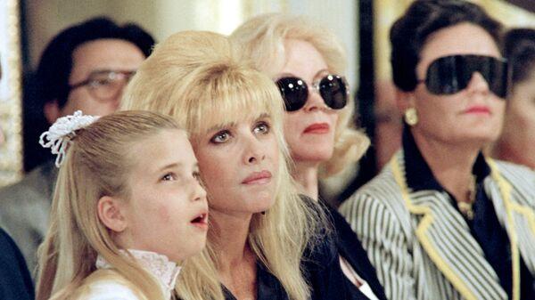 Иванка Трамп с мамой на показе мод в Нью-Йорке, 1991 год  - Sputnik Česká republika