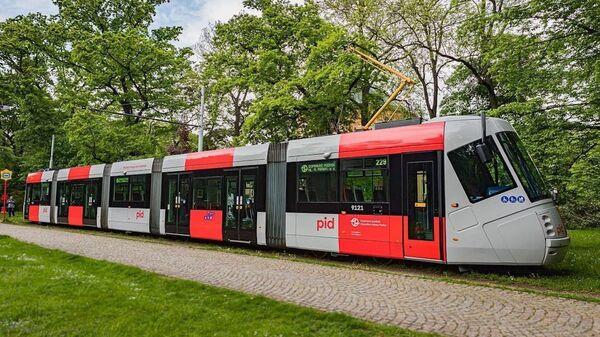 Пражский трамвай в новой расцветке - Sputnik Česká republika