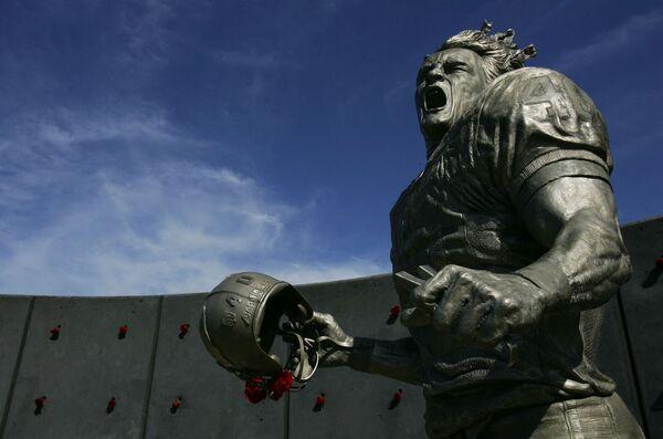 Socha amerického fotbalisty Patricka Tillmana v Arizoně - Sputnik Česká republika