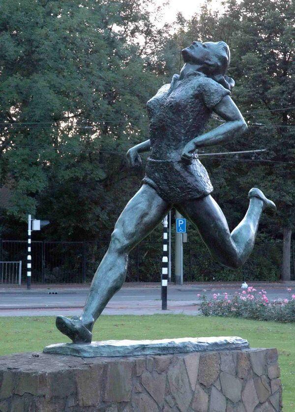 Socha olympijské atletky Fanny Blankers-Koenové v Rotterdamu - Sputnik Česká republika