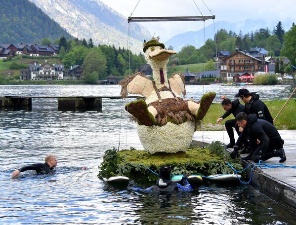 Přípravy na průvod v rámci 61. ročníku Festivalu narcisů na jezeře Grundlsee v Rakousku - Sputnik Česká republika