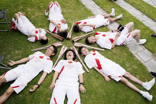 Účastníci štafety olympijského ohně v japonské Tojamě - Sputnik Česká republika