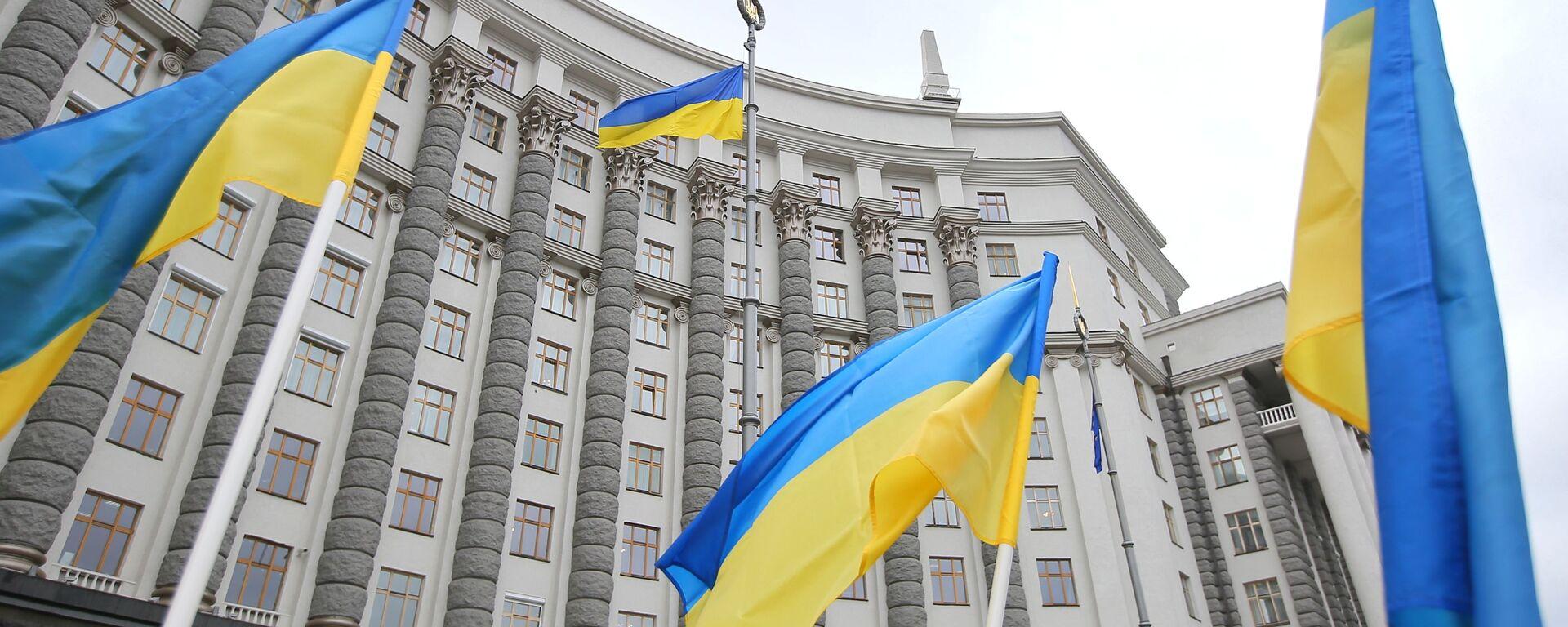 Ukrajinské vlajky u vládní budovy v Kyjevě - Sputnik Česká republika, 1920, 08.06.2021