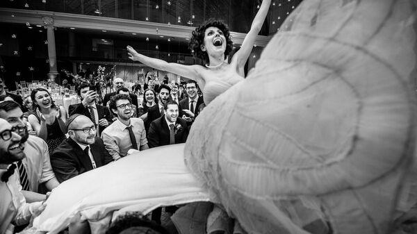 Снимок The Flying Bride фотографа Soven Amatya, занявший первое место в категории Gallery конкурса 2021 Creative Photo Awards - Sputnik Česká republika