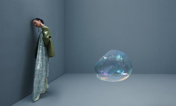 """""""Barevné křehké bubliny"""" čínského fotografa Zejiana Li. Cílem autora bylo poukázat na osamělost člověka v moderním a vysoce komunikačním světě. - Sputnik Česká republika"""