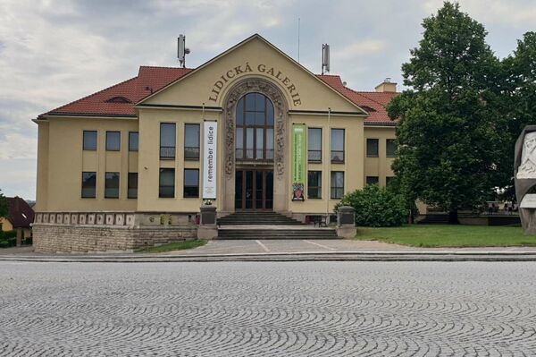 Lidice dnes - pohled na Lidickou galerii (Galerii) - Sputnik Česká republika