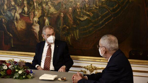 Встреча президента Чехии Милоша Земана и президента Австрии Александра Ван дер Беллена с супругами - Sputnik Česká republika
