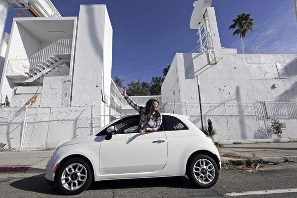 Auto na ulici Sunset Boulevard Street v Los Angeles, USA - Sputnik Česká republika