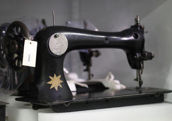 Šicí stroj v Pamětním muzeu holocaustu v Bowie, Maryland, USA - Sputnik Česká republika