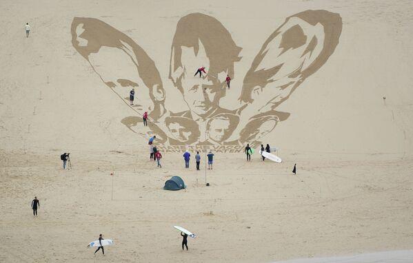 Изображения лидеров G7 на песке на пляже в Ньюки, Корнуолл, Англия - Sputnik Česká republika