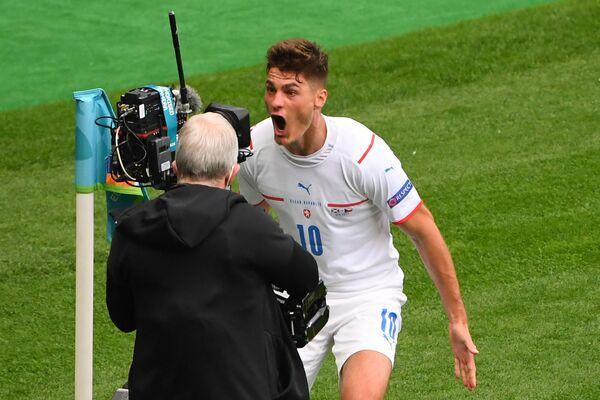 Český útočník Patrick Schick slaví první gól vstřelený během zápasu na EURO 2020 proti Skotsku - Sputnik Česká republika