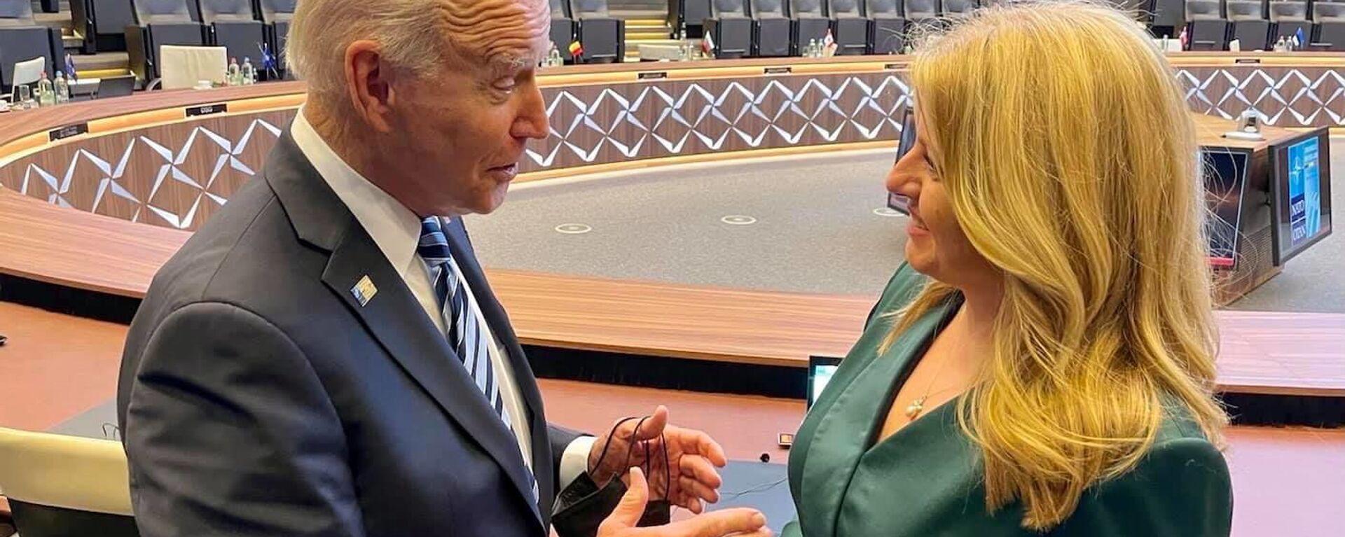 Americký prezident Joe Biden a slovenská prezidentka Zuzana Čaputová během summitu NATO v Bruselu - Sputnik Česká republika, 1920, 15.06.2021